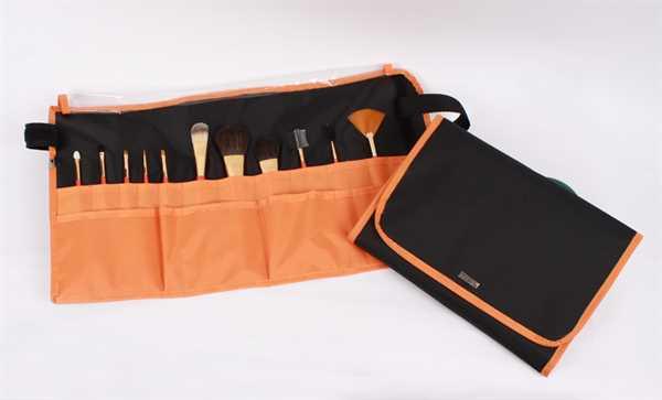 Nylon-Tasche mit 11Echthaar-Kosmetikpinseln
